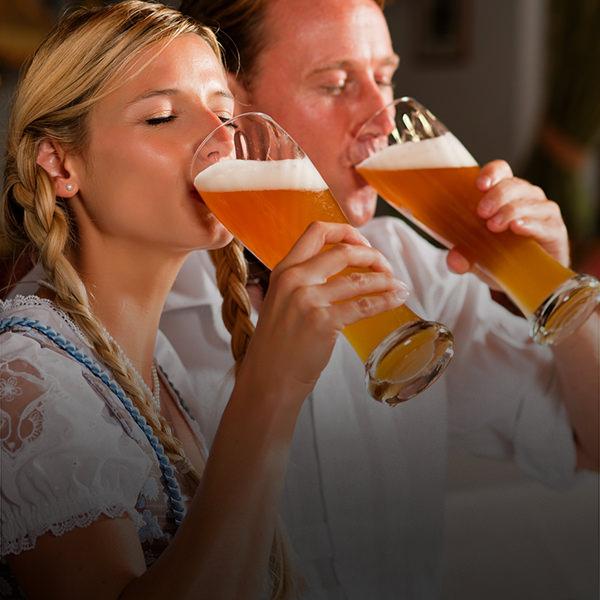 casais que bebem
