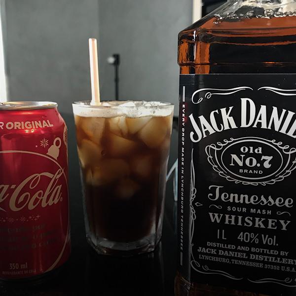drink com cafe e jack daniels