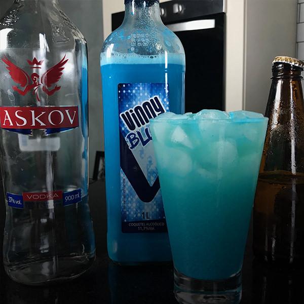 drink com pinga azul